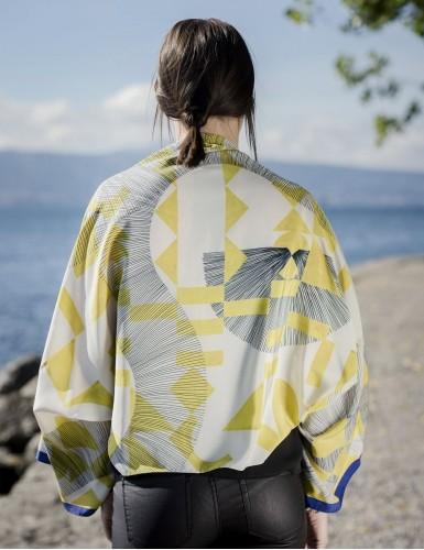 Foulard magique Santorin jaune - worn back
