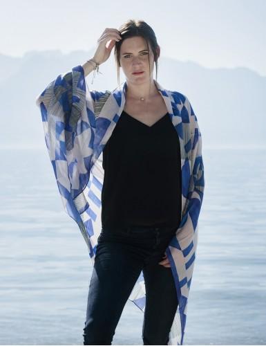 Étole Santorin bleu - worn
